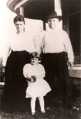 Eunice Jane Deming Boatright and husband Joseph Edward Boatright and their daughter Dorothy Margaret Boatright