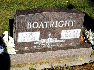 Junior L. and Frances Elda Calderwood Boatright Gravestone