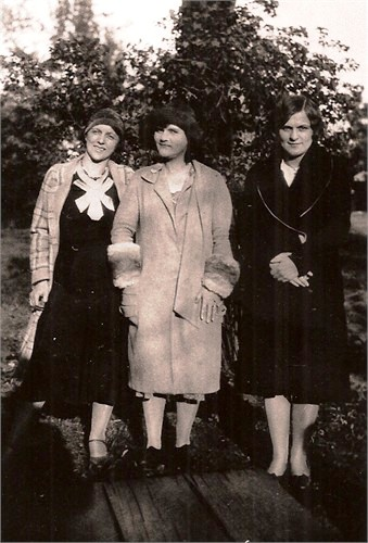 Sisters, Marie, Glenna and Dorothy Boatright
