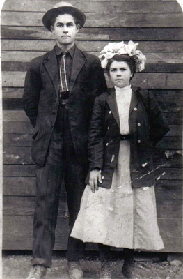 Mahalia Anne Boatwright and Richard Elmer Foster Wedding Day picture - April 1, 1911