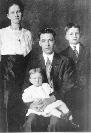 William Harrison Boatright with wife Fannie Shanks Boatright and children, William and Mary Jeanette